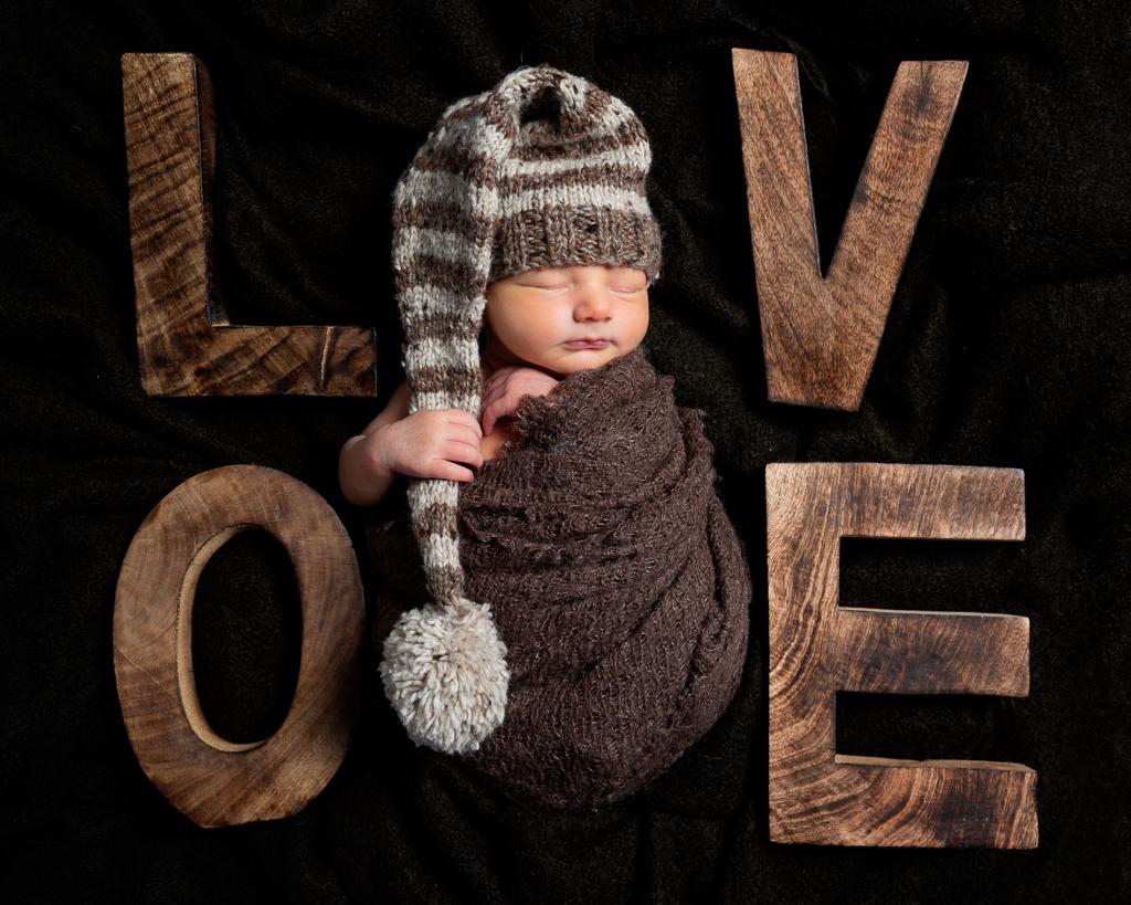 scheduling a newborn photo shoot